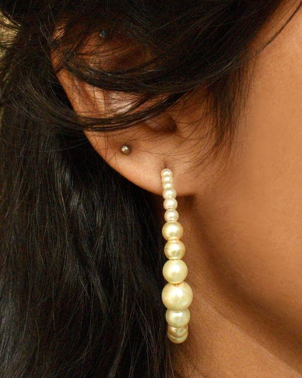 Half hoop peppy pearl earrings 1