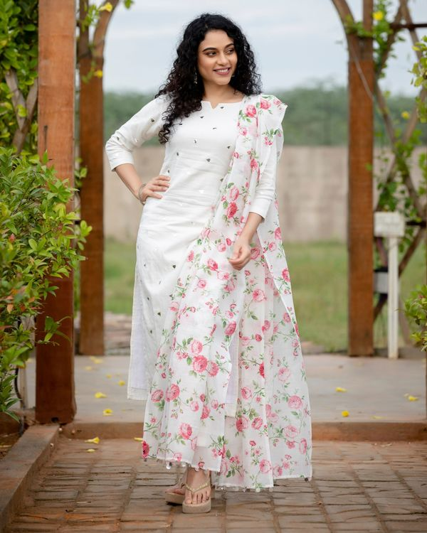 White mirror work kurta with pants and floral printed dupatta - Set Of Three 3