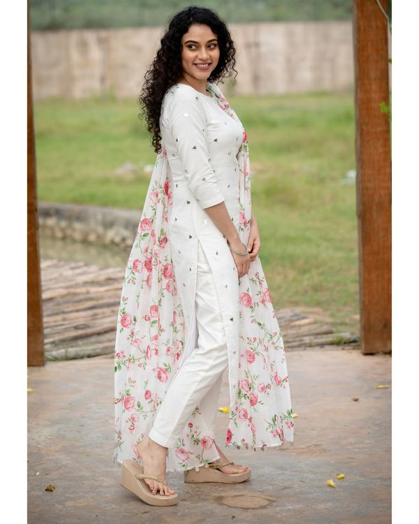 White mirror work kurta with pants and floral printed dupatta - Set Of Three 2
