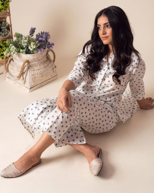 White square printed collared kurta with pants - Set Of Two 1