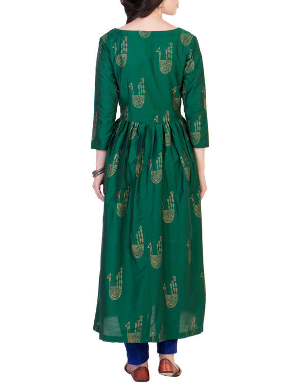 Green tunic with blue pleated pants 2