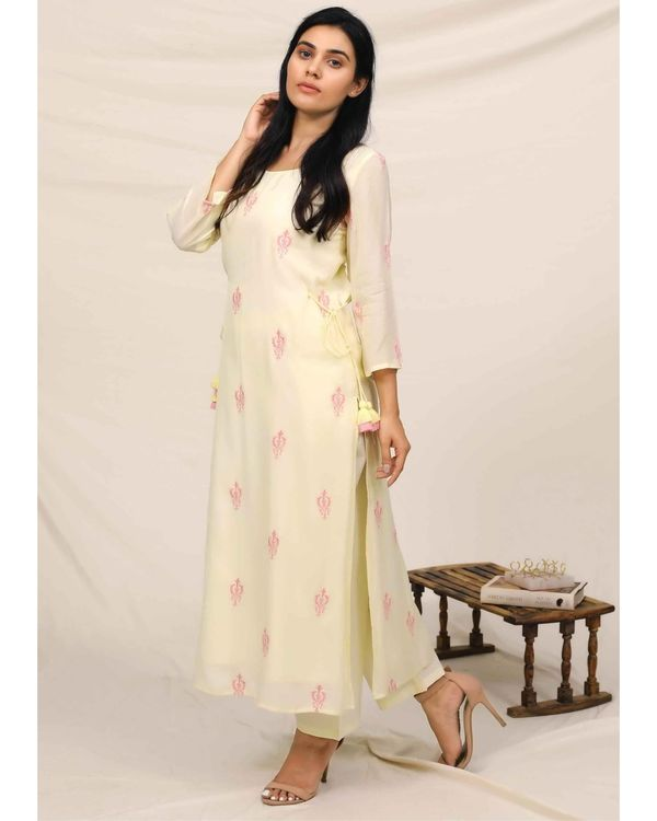 Lemon yellow embroidered kurta and pants with stole - Set Of Three 2