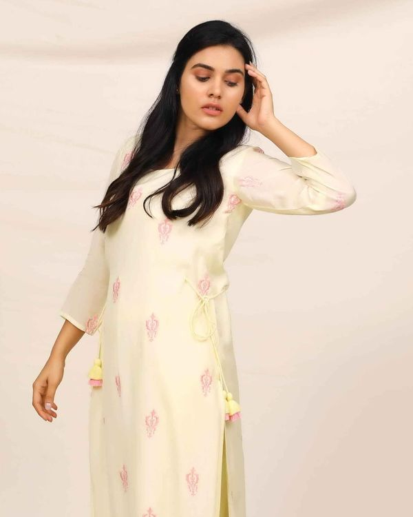 Lemon yellow embroidered kurta and pants with stole - Set Of Three 1
