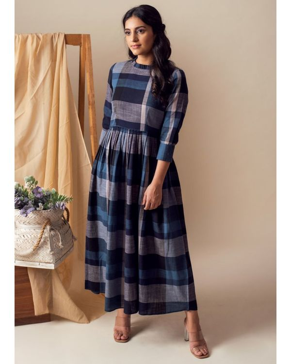 Blue checkered pleated maxi dress 2