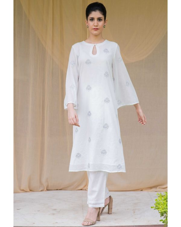 White embroidered kurta and pants with checkered gota dupatta - Set Of Three 3