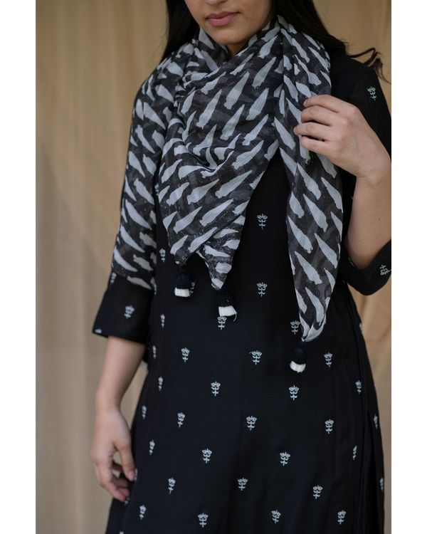 Black embroidered kurta and pants with printed stole - Set Of Three 1