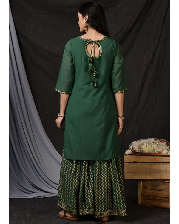 Bottle green floral embroidered sushi voile kurta 3