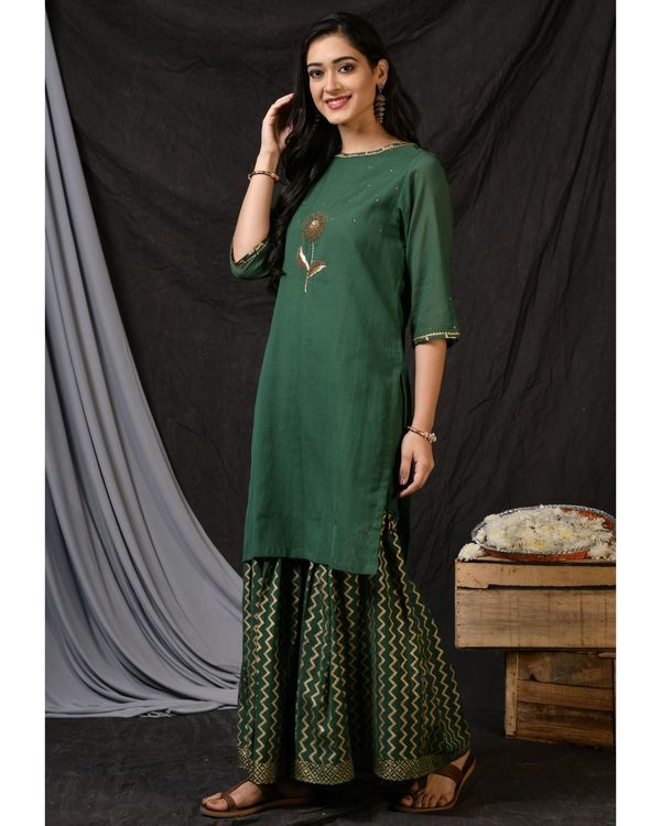 Bottle green floral embroidered sushi voile kurta 2