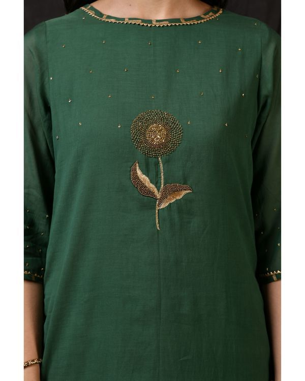 Bottle green floral embroidered sushi voile kurta 1