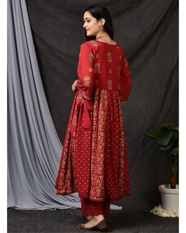 Red cotton pants with lace detailing 1