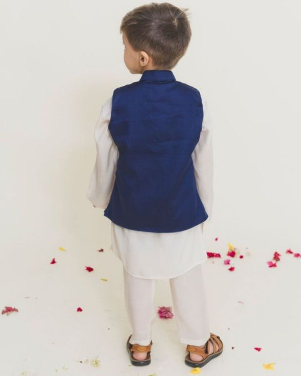 White kurta pants set with sheep jacket - Set of Three 2