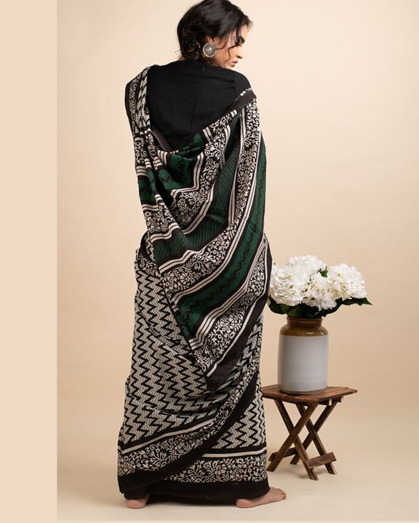 Black zigzag sari with attached blouse piece 3