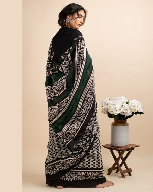 Black zigzag sari with attached blouse piece 2