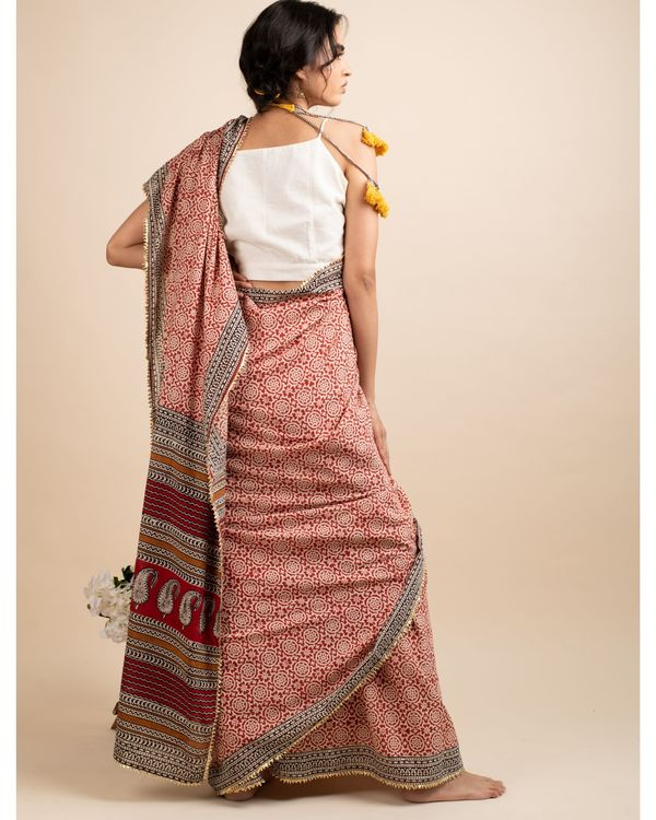 Blissful floral sari with matching blouse piece 3