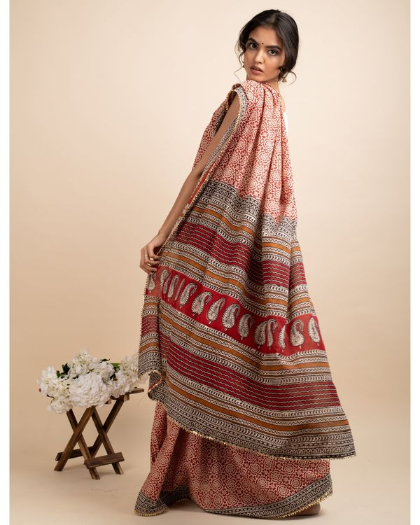Blissful floral sari with matching blouse piece 2