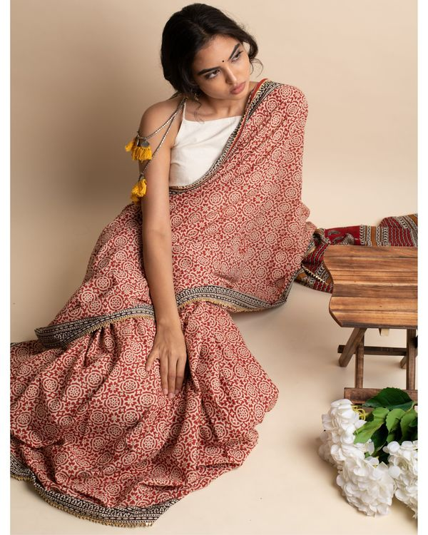 Blissful floral sari with matching blouse piece 1
