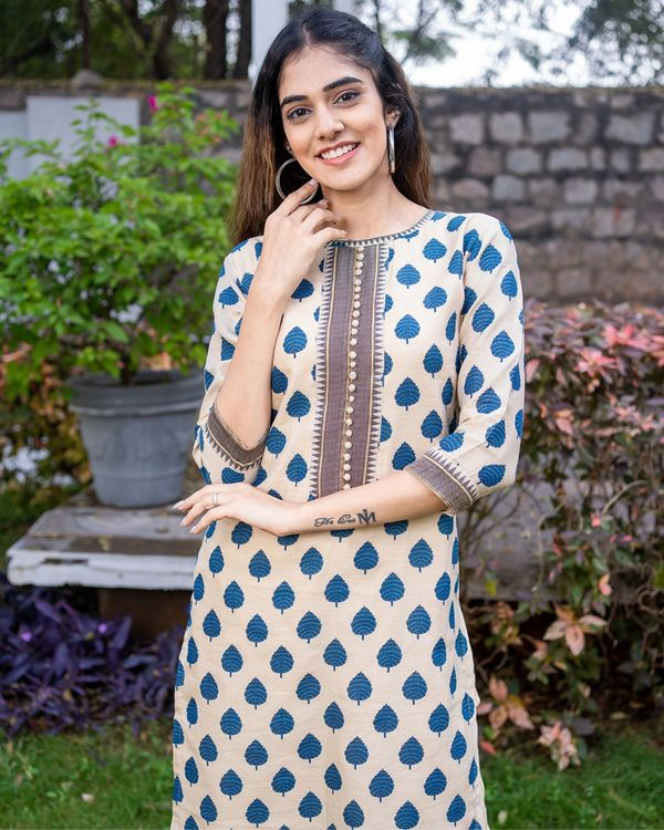 Beige and blue boota kurta with pants - set of two 1