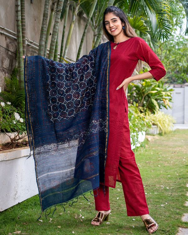 Red suit set with dupatta - set of three 1