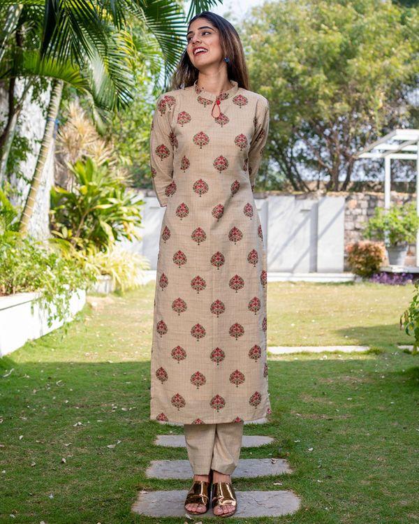 Beige pink boota kurta with pants - set of two 2