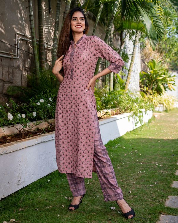 Printed pink kurta with pants - set of two 3