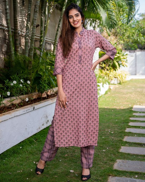 Printed pink kurta with pants - set of two 2
