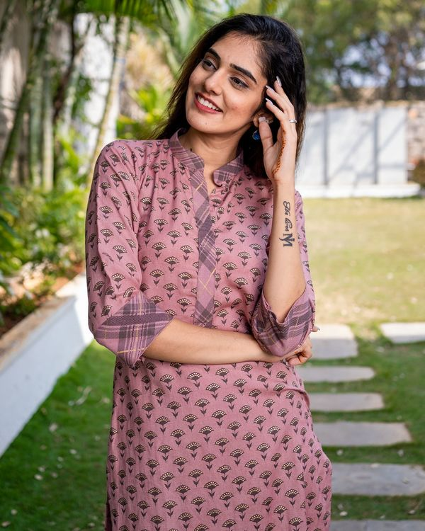 Printed pink kurta with pants - set of two 1