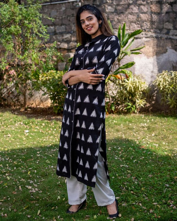 Black triangle kurta with pants - set of two 3