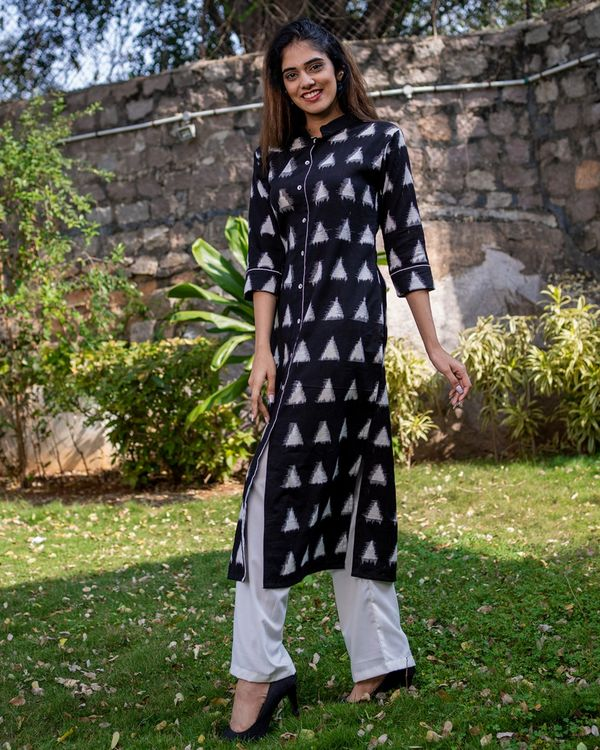 Black triangle kurta with pants - set of two 2