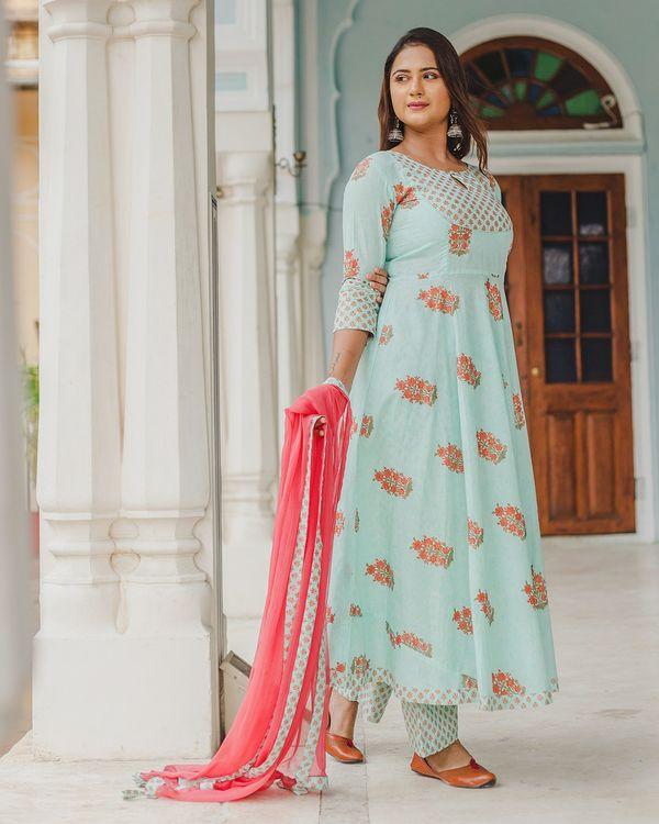 Pastel blue mughal dress set with dupatta - set of three 2