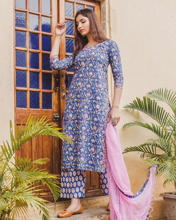 Blue floral kurta set with dupatta - set of three 2