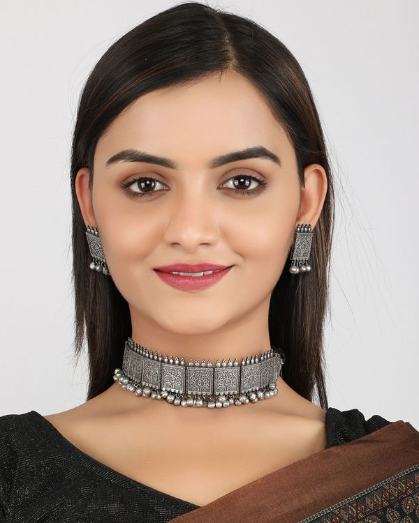 Dancing peacock engraved choker with earrings - set of two 1