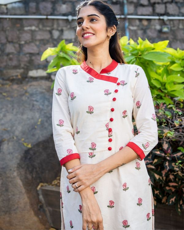 Off white rose embroidered kurta with red pants - set of two 1