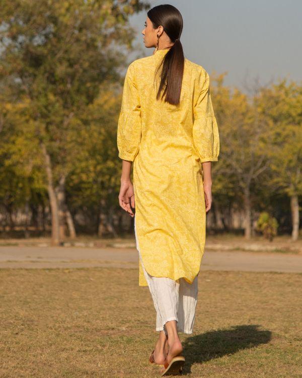 Summery yellow kurta set - set of two 3