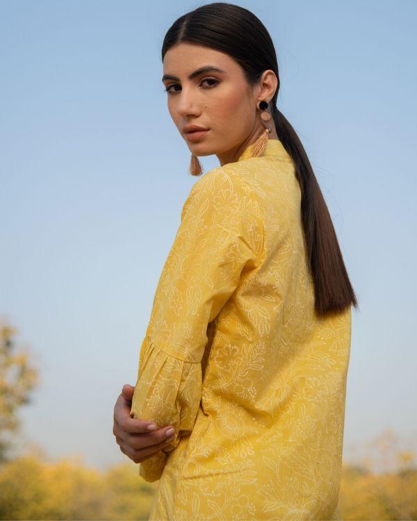 Summery yellow kurta set - set of two 1