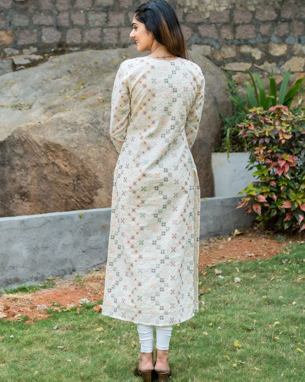 Off white embroidered kurta with pastel peach organza dupatta - set of two 4