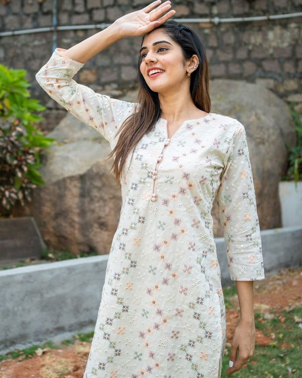 Off white embroidered kurta with pastel peach organza dupatta - set of two 3