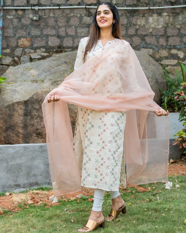 Off white embroidered kurta with pastel peach organza dupatta - set of two 1
