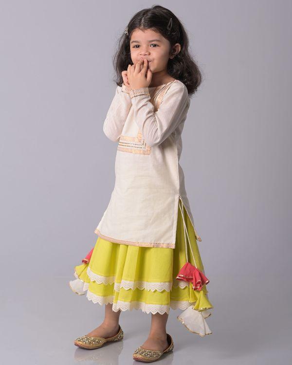 Off white zari kurta and lime banjara skirt - set of two 2