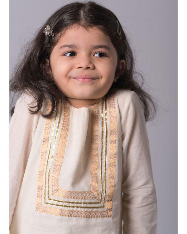 Off white zari kurta and lime banjara skirt - set of two 1