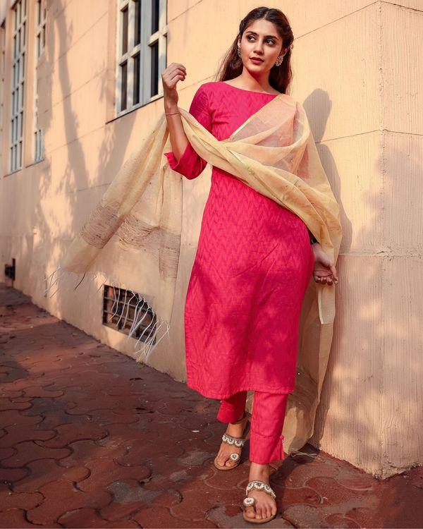 Deep pink kurta and pants with kota dupatta - set of three 2