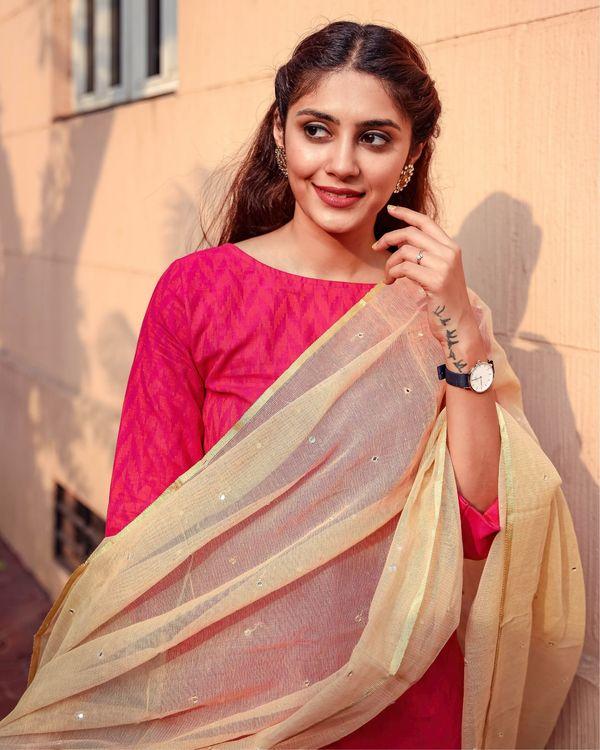 Deep pink kurta and pants with kota dupatta - set of three 1