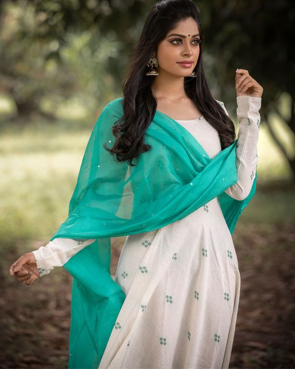 Off white organic cotton dress with green dupatta - set of two 1