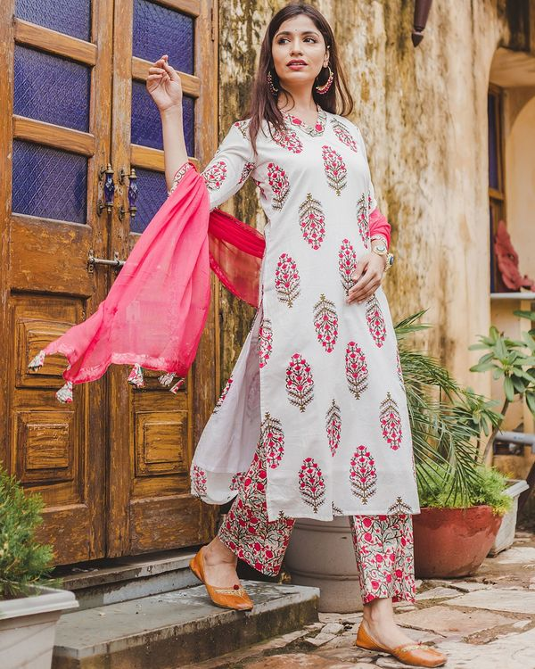 Beige floral kurta and pants with dupatta - set of three 3