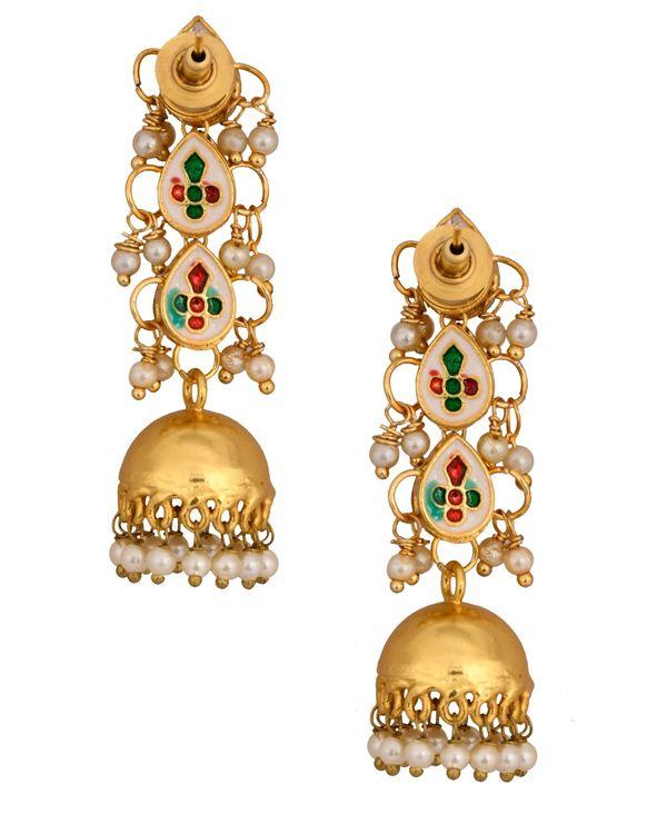 Thilak tiered kundan and pearl jhumkha 2