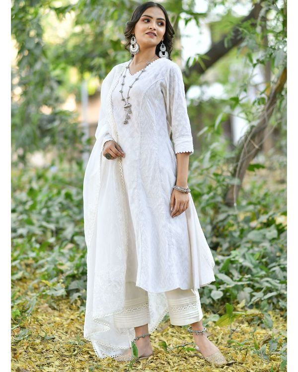 Off white jacquard cotton anarkali kurta set - set of three 2