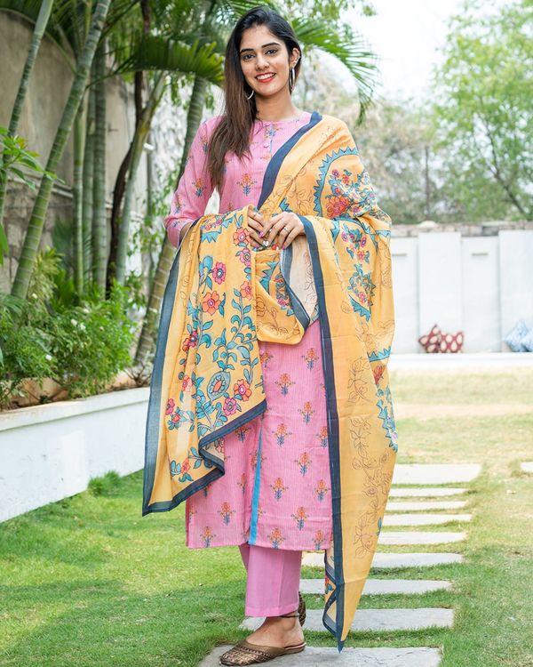 Pink kantha floral kurta with yellow dupatta - set of two 1