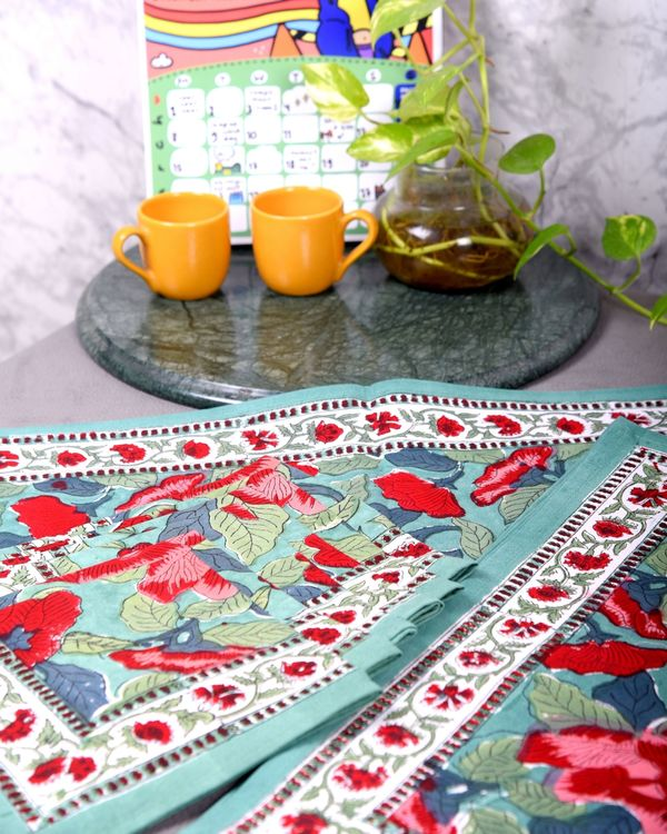 Red and green floral table runner, table mats and napkins - set of 13 1