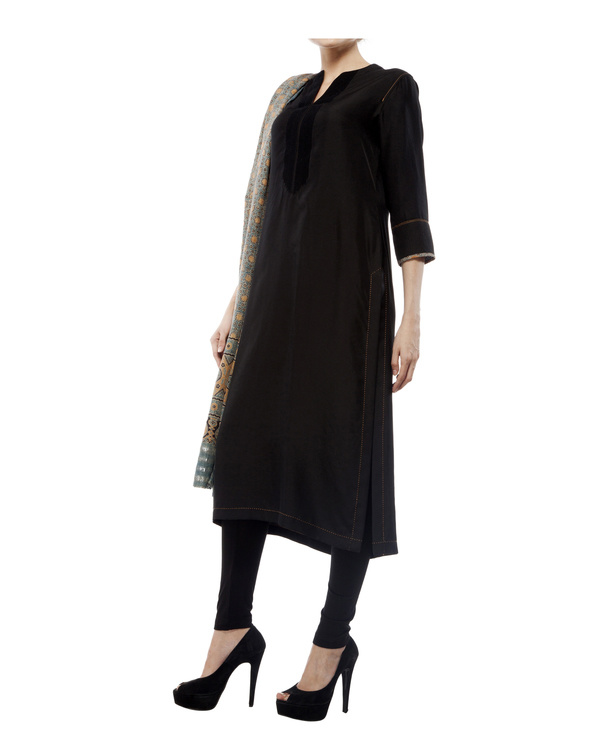 Embroidered yoke kurta, comes with a legging and ajrakh dupatta 3