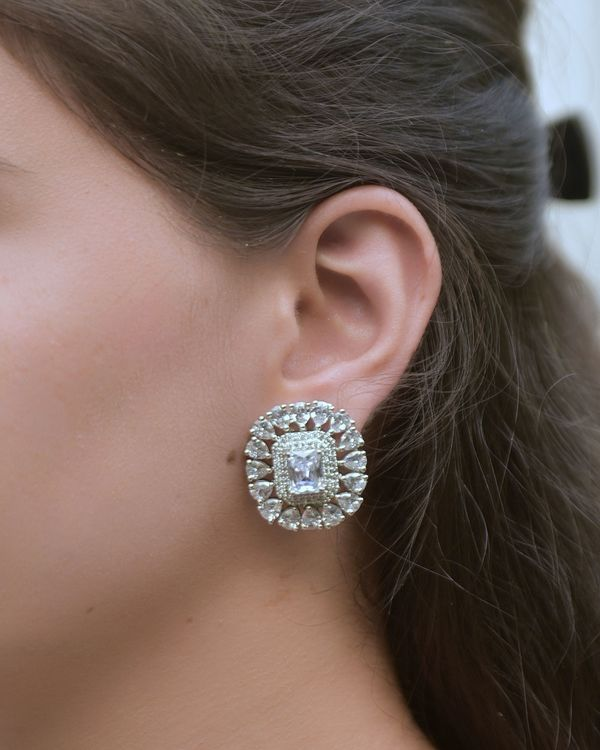 Crystal solitaire earring 1