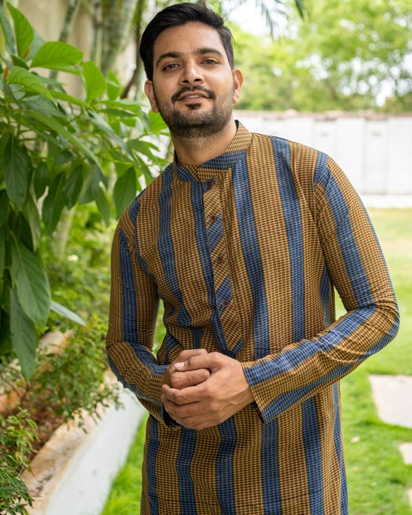 Brown and blue striped kurta with black pants - set of two 5